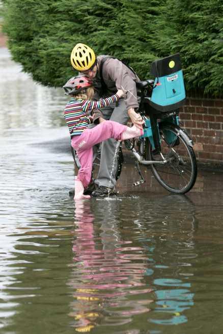 Med stövlarna på Sommaren har hittills varit fylld av stövlar och regnkläder. På vissa håll i Sydsverige har det fallit mer än fyra gånger så mycket regn som normalt.
