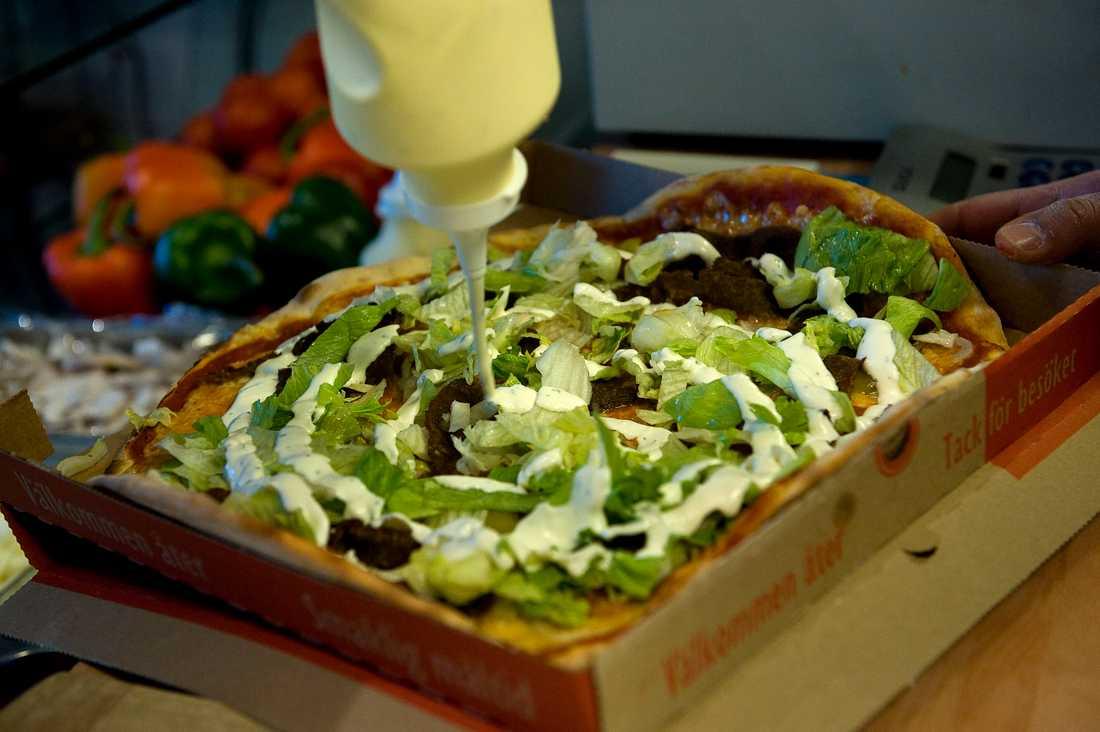 Kebabpizza är extra populärt på nyårsdagen, menar Robert Hannah som själv brukade få hjälpa till på föräldrarnas pizzeria i barndomen.