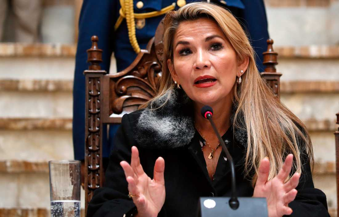 Bolivias interimspresident Jeanine Áñez under en presskonferens i fredags.