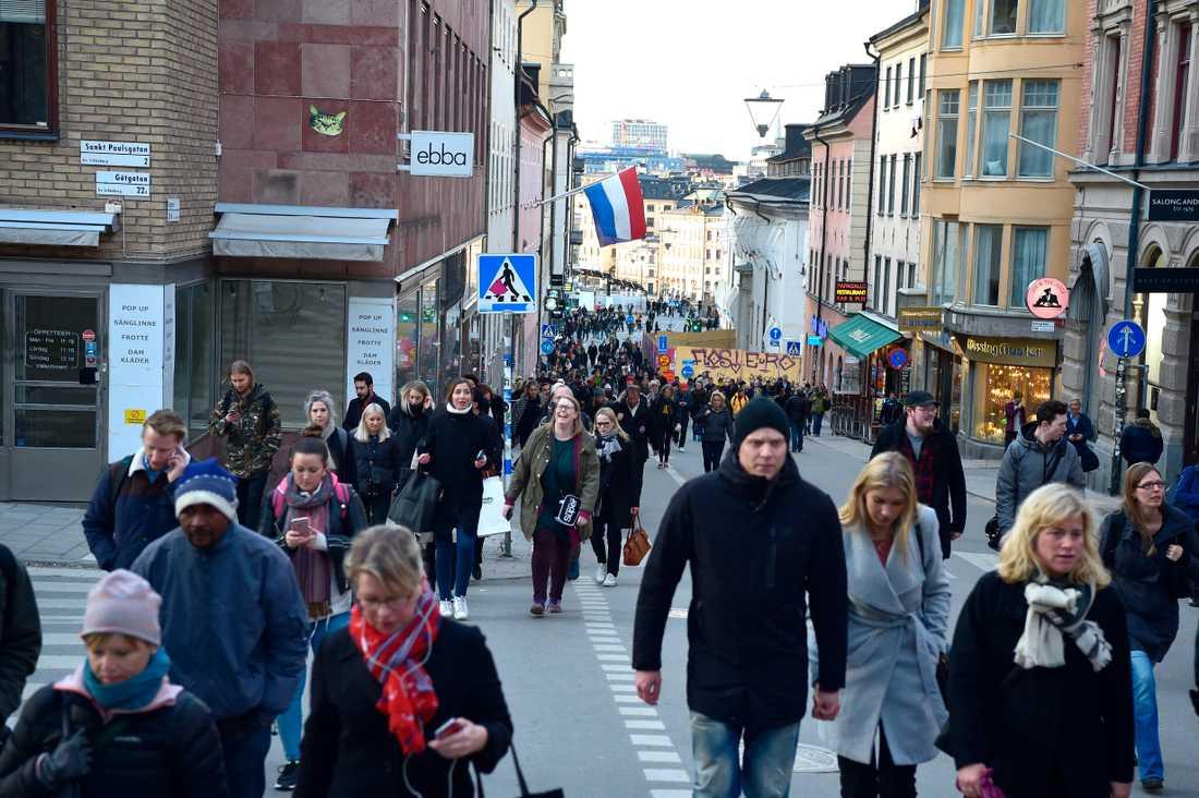 Kollektivtrafiken i Stockholm stoppades och överallt vallfärdade människor i försök att ta sig hem från ett stängt city.