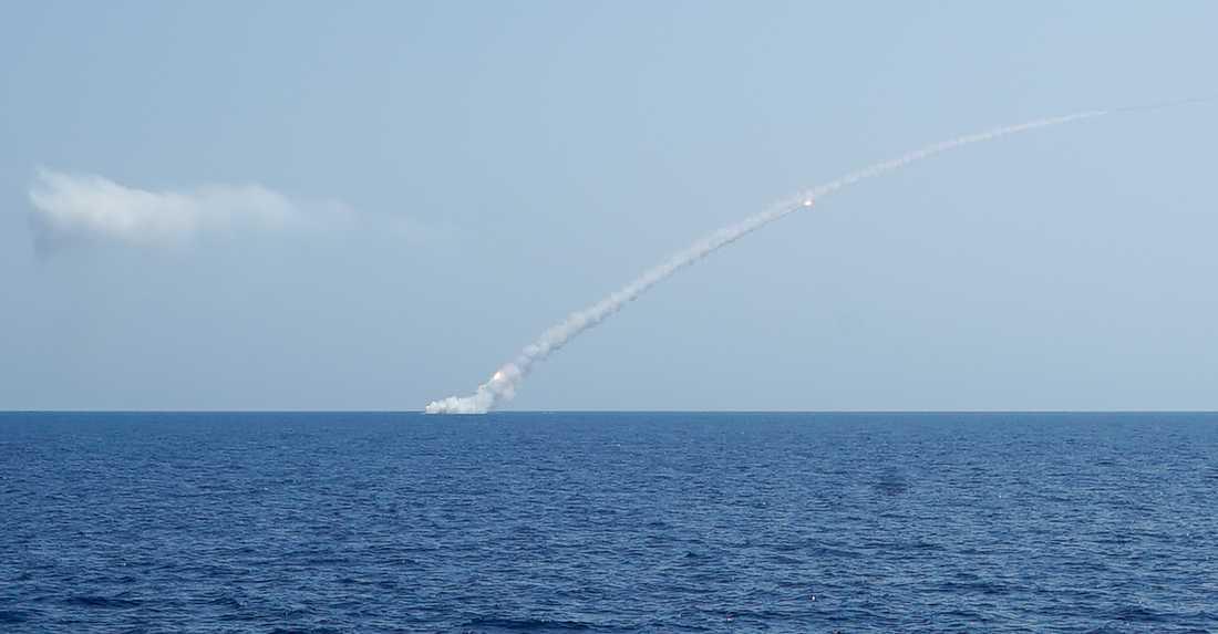 En långdistansrobot av typen Kalibr som avlossas från en rysk ubåt i Medelhavet mot mål i Syrien i september 2017. Arkivbild.