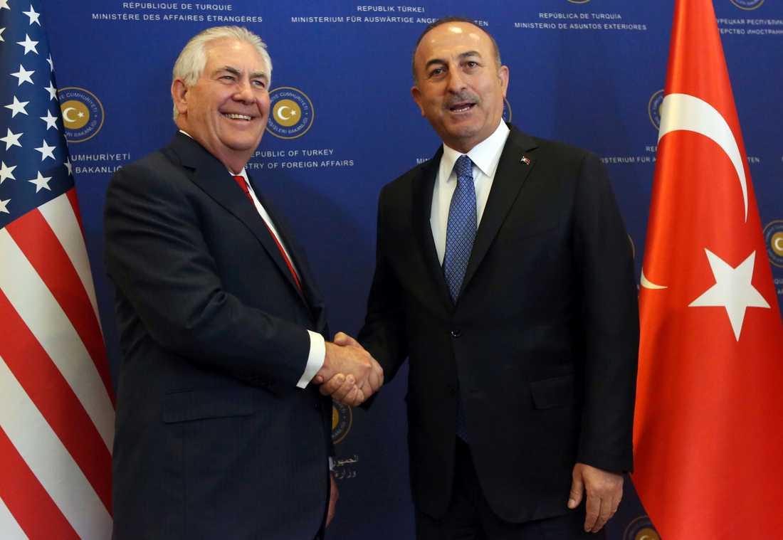 USA:s utrikesminister Rex Tillerson med turkiske kollegan Mevlut Cavusoglu