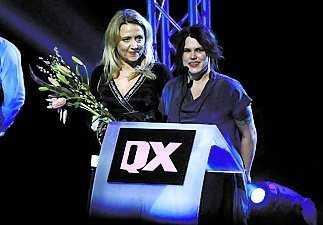 """Prisutdelning på Gaygalan 2008. Klara Zimmergren och Mia Skäringer fick pris som """"Årets duo""""."""