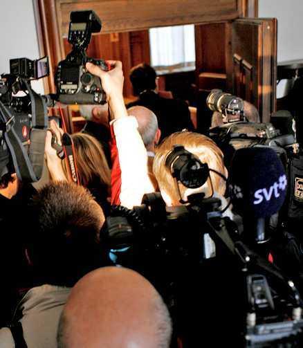 PÅ FRI FOT Kammaråklagare Robert Engstedt började rättegången med att gå till fel tingsrätt. När han väl kommit till rätt sal och avslutat häktningsförhandlingarna hade han mött ett stort bakslag – Cevianmannen försattes på fri fot.