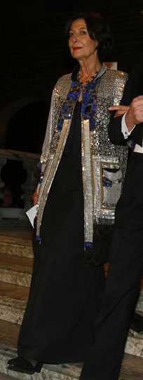 Marie Jose Fert Väldigt dekorativ jacka från belgiska Dries van Noten. Kul val! Det gör att hon sticker ut. Hade passat på vilken modetillställning som helst. Betyg: 4/5
