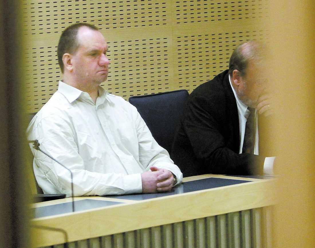 Polisen har sammanlagt nio olika brott noterade på Hedning i belastningsregistret.