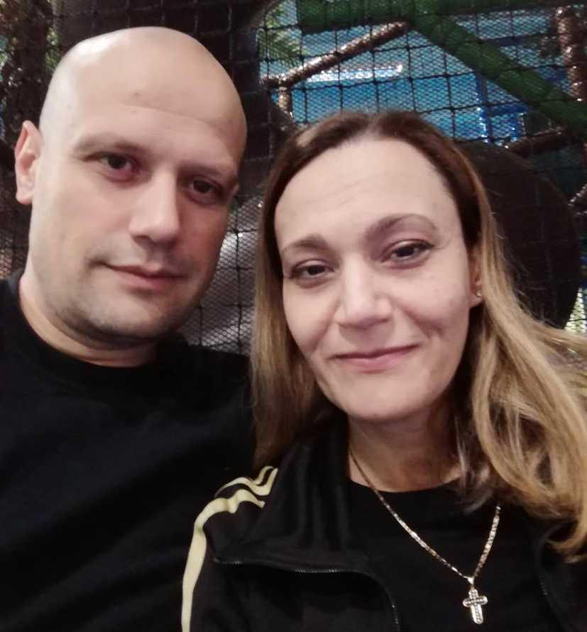 Gabrijela och Nemanja Nikolić blev vittne av hur en man stal från och vandaliserade deras dotters grav.