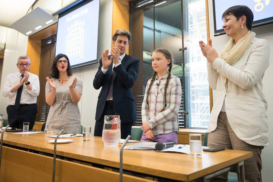 Applåder efter Greta Thunbergs framträdande inför brittiska politiker i parlamentet.