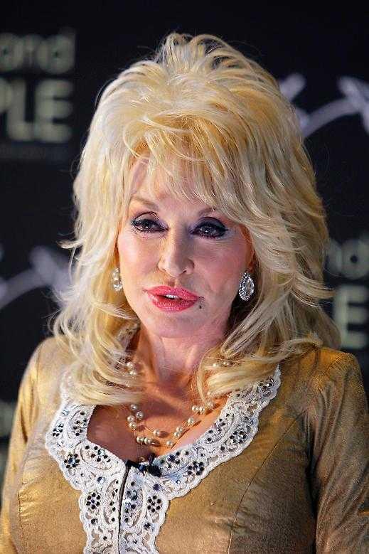 Dolly Parton vill gärna gå på bröllopet.