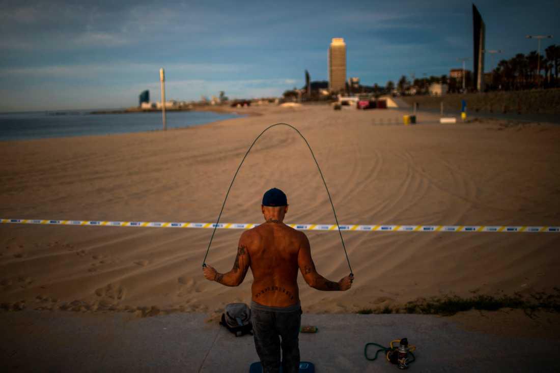 Så småningom kommer strandlivet att återgå till det normala i Spanien. Men så här såg det ut i Barcelona häromdagen.