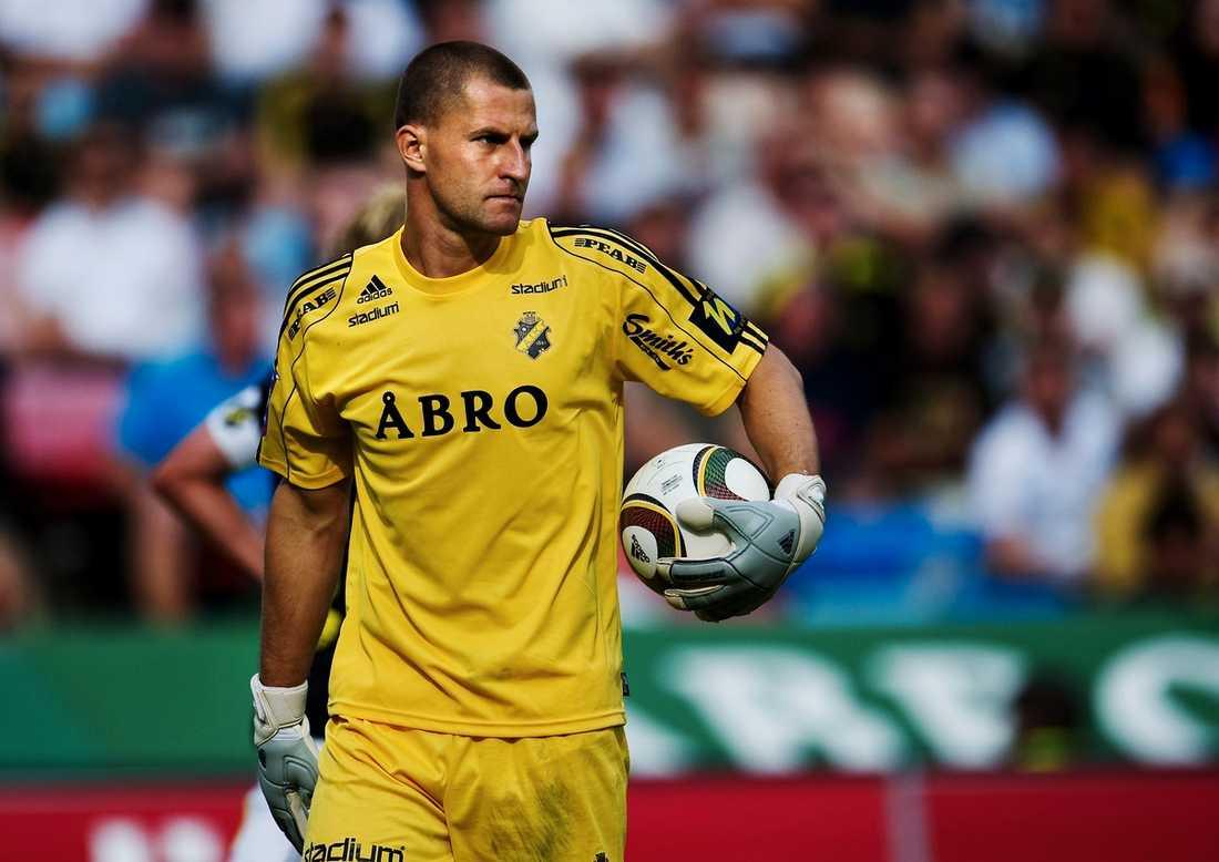 Kritisk Förra säsongen åkte AIK aldrig tåg till bortamatcherna – men de stora förluster klubben presenterat de senaste åren gör att pengar nu måste sparas. Ivan Turina är dock kritisk till att ekonomin ska få påverka matcherna.