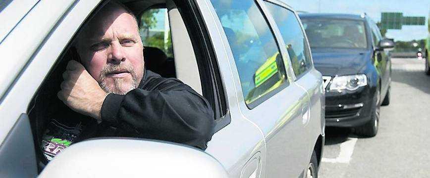 """""""Det var inget svårt val"""", säger Jonny Forsberg om sitt beslut att öka farten på en enfilig vägsträcka för att lämna plats för en ambulans. Polisen tyckte dock annorlunda."""