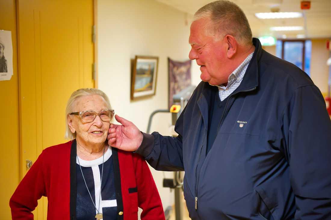 Anna-Lisa Lindroth, 96, och styvsonen Stefan Lindroth.
