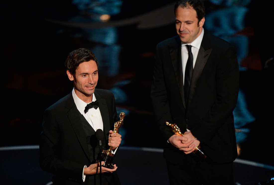 """Svenske Malik Bendjelloul fick i natt en Oscar för sin dokumentärfilm """"Searching for Sugar man"""" tillsammans med producenten Simon Chinn."""