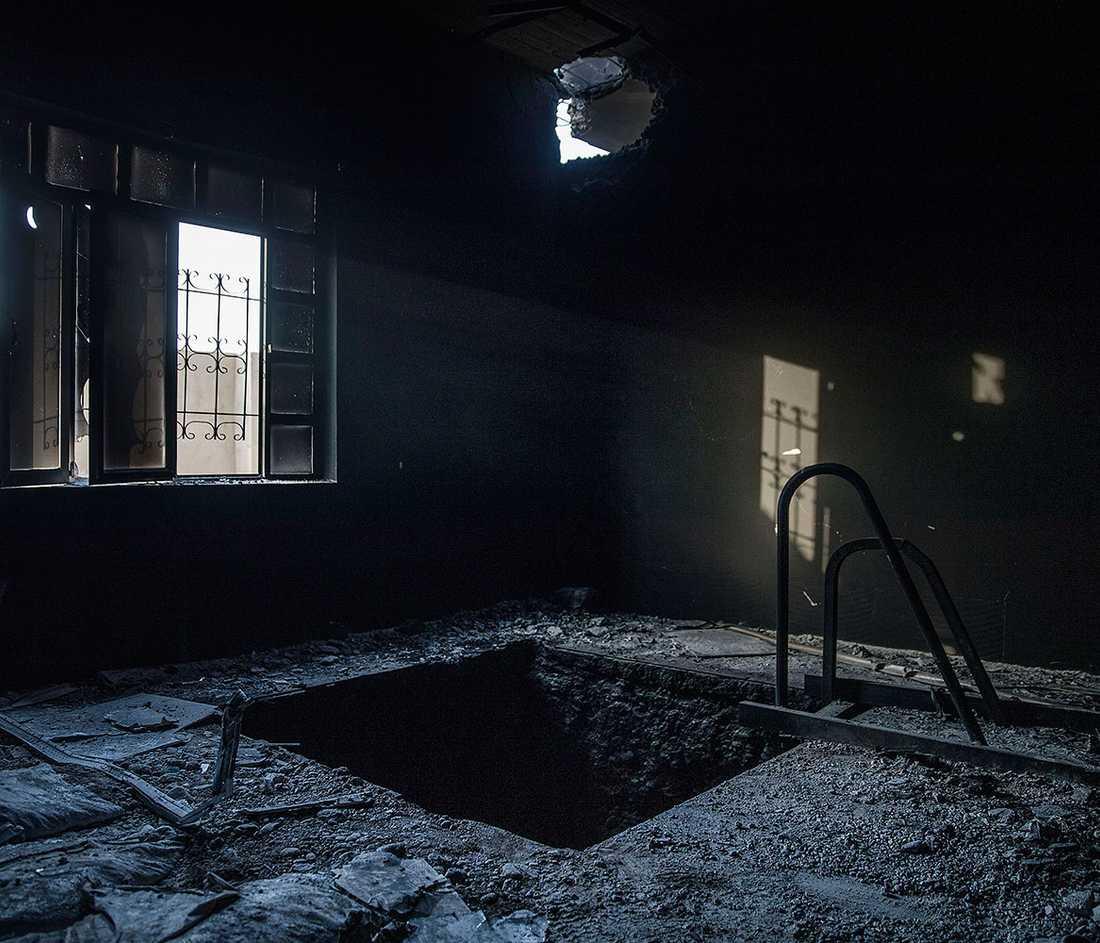 I ett hus hittas en av ingångarna till IS avancerade tunnelsystem.