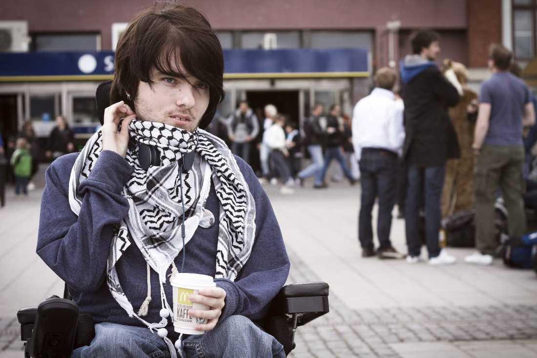 Tobias Holmberg är ordförande för intresseorganisationen Unga rörelsehindrade.