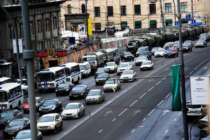 Kravallpolis Hundratals lastbilar med poliser har intagit Moskvas centrala gator.
