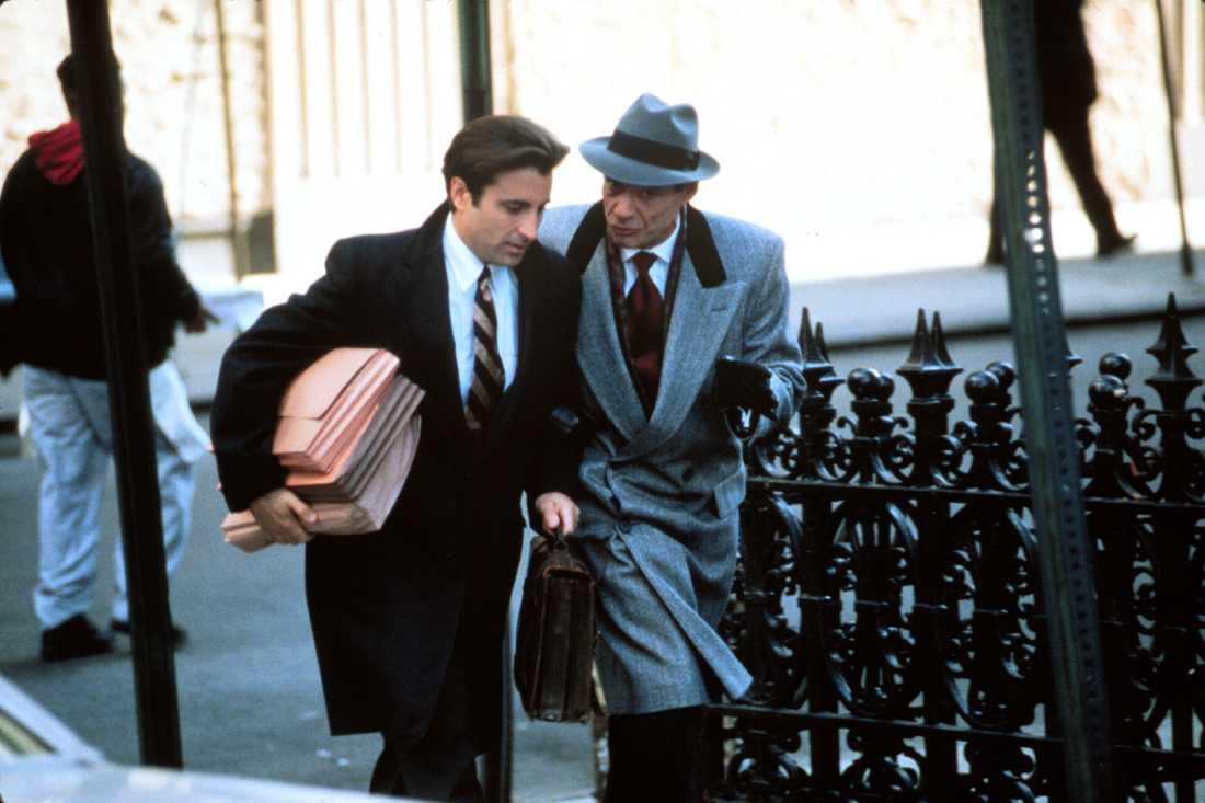 """Andy Garcia och Ron Leibman i filmen """"Night falls on Manhattan""""."""