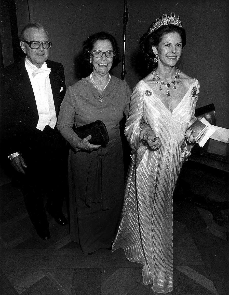 Drottning Silvia med pappa Walther och mamma Alice Sommerlath i släptåg 1981.