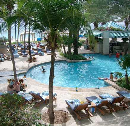På lyxiga Westin Casuarina Resort kan den som vill variera badandet njuta av poolen.