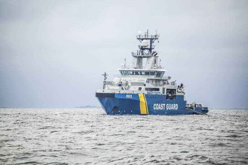 Kustbevakningens fartyg Amfitrite är på väg mot oljeutsläppet sydost om Ystad. Arkivbild.