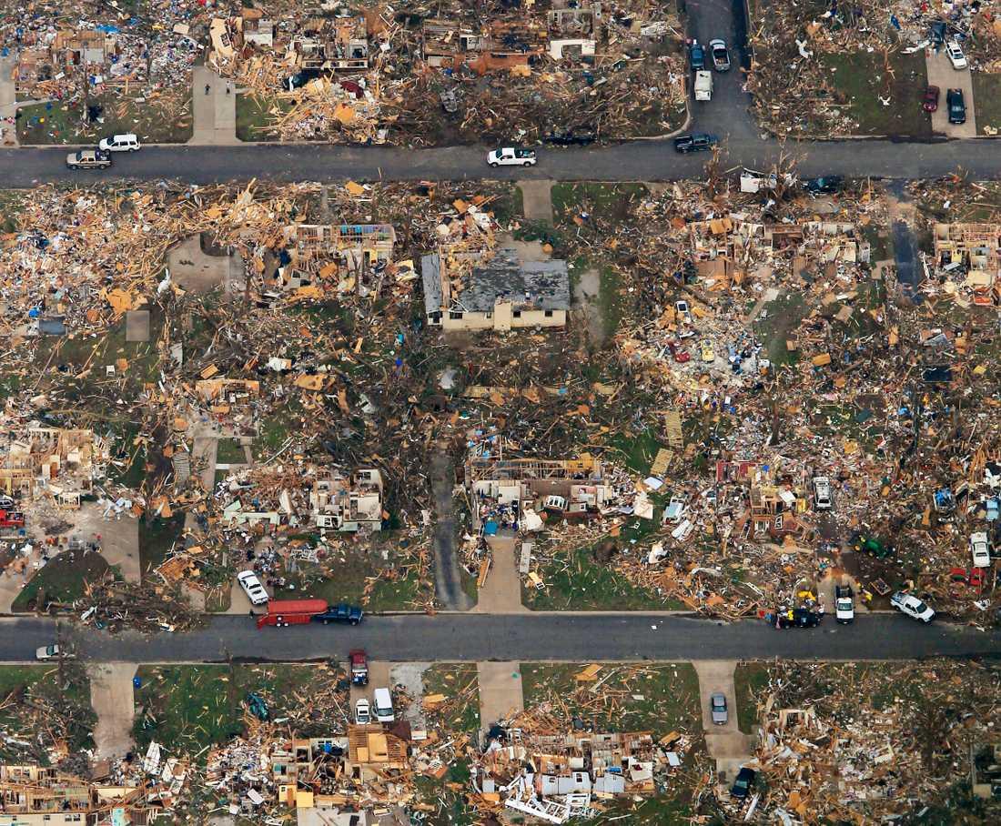 Stora delar av staden Jolin, Missouri, är totalförstörd efter tornadons framfart.