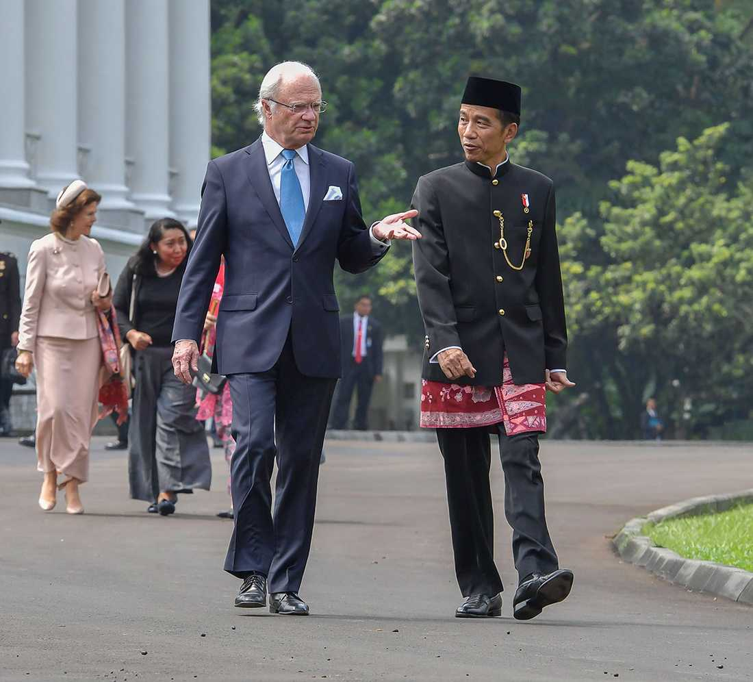 Kungen på besök i Indonesien på tisdagen, i samtal med landets promenad Joko Widodo.