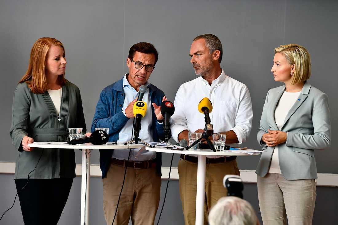 Alliansens partiledare fr v Annie Lööf (C), Ulf Kristersson (M), Jan Björklund (L), och Ebba Busch Thor (KD) håller pressträff i Göteborg på tisdagen.