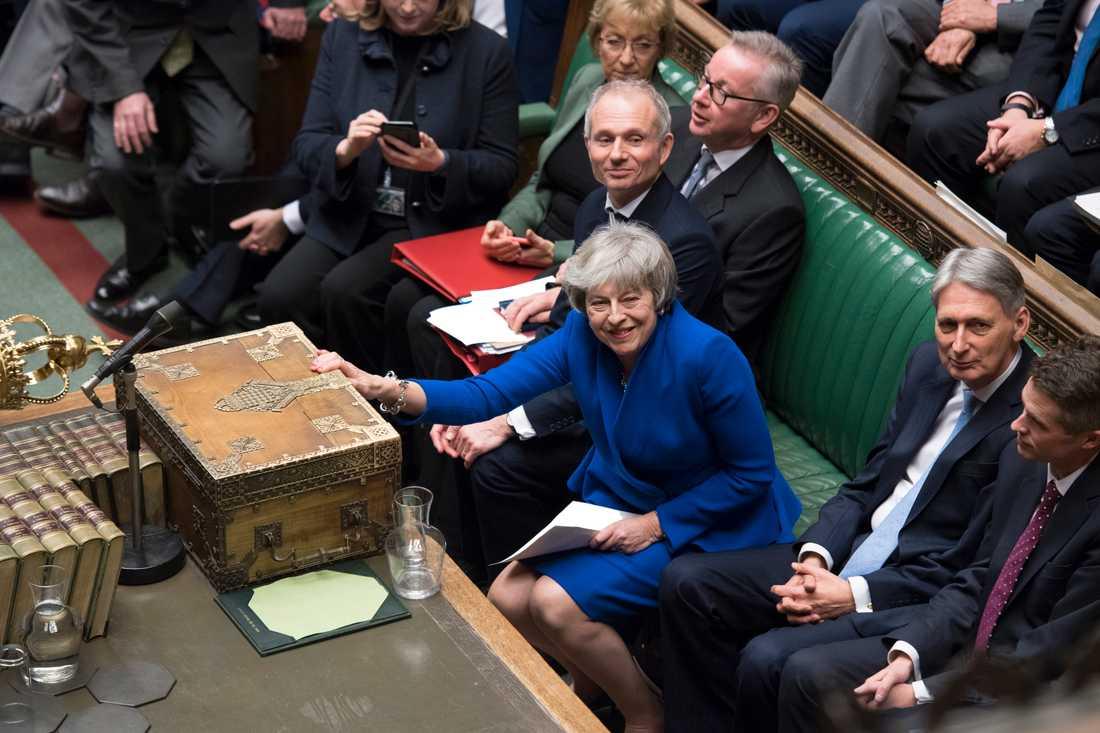Storbritanniens premiärminister Theresa May klarade sig genom ett misstroendevotum.