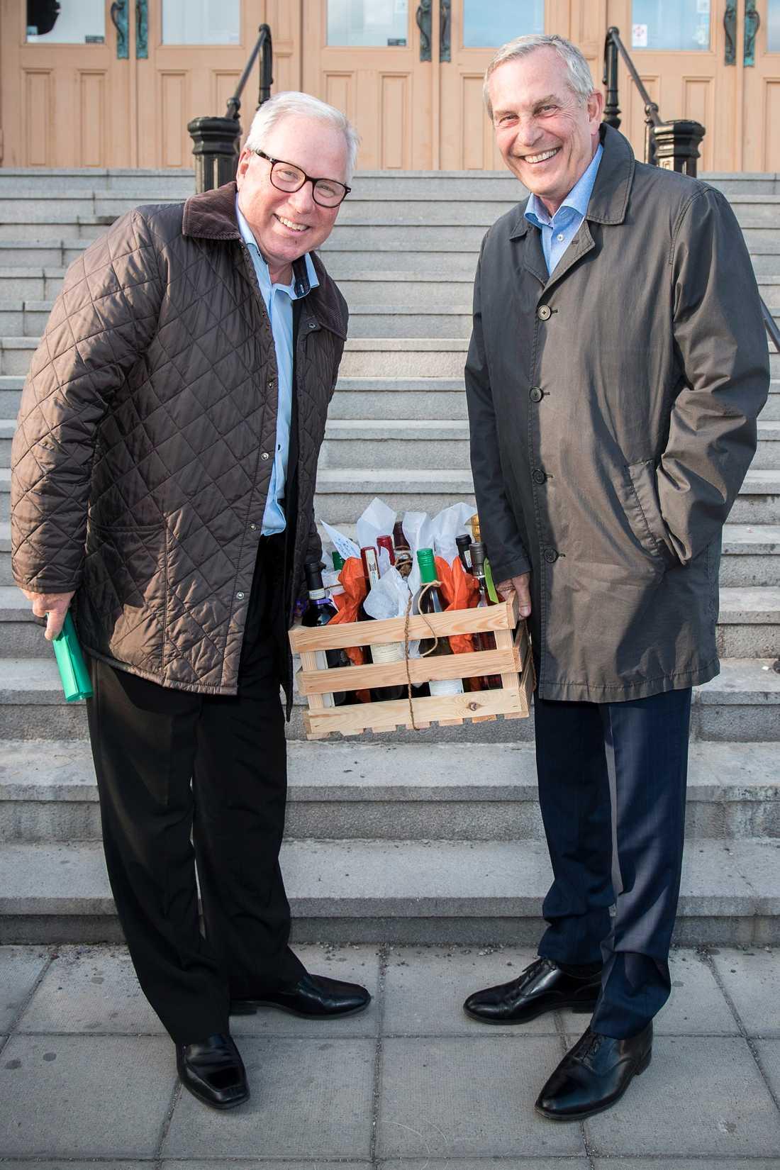 Claes Elfsberg tillsammans med Anders Berglund under Björn Skifs överraskningsfest.