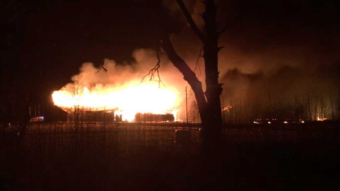 Stor brand i Gysinge, byggnader som tillhör Centrum för byggnadsvård