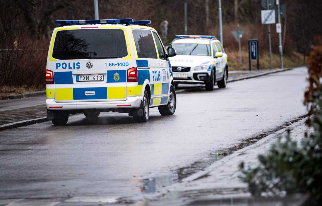 En kvinna blev överfallen och knivskuren i morse i Beijers park i Malmö.