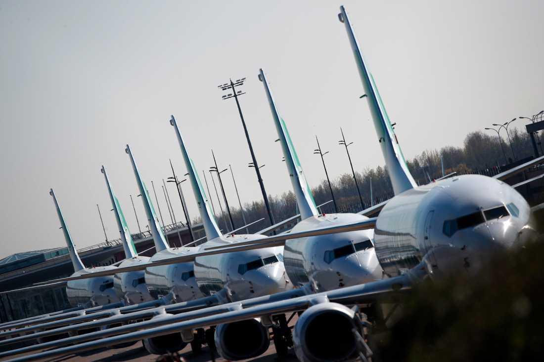 En rad av flygplan som långtidsparkerats på Orly söder om Paris. Arkivbild.