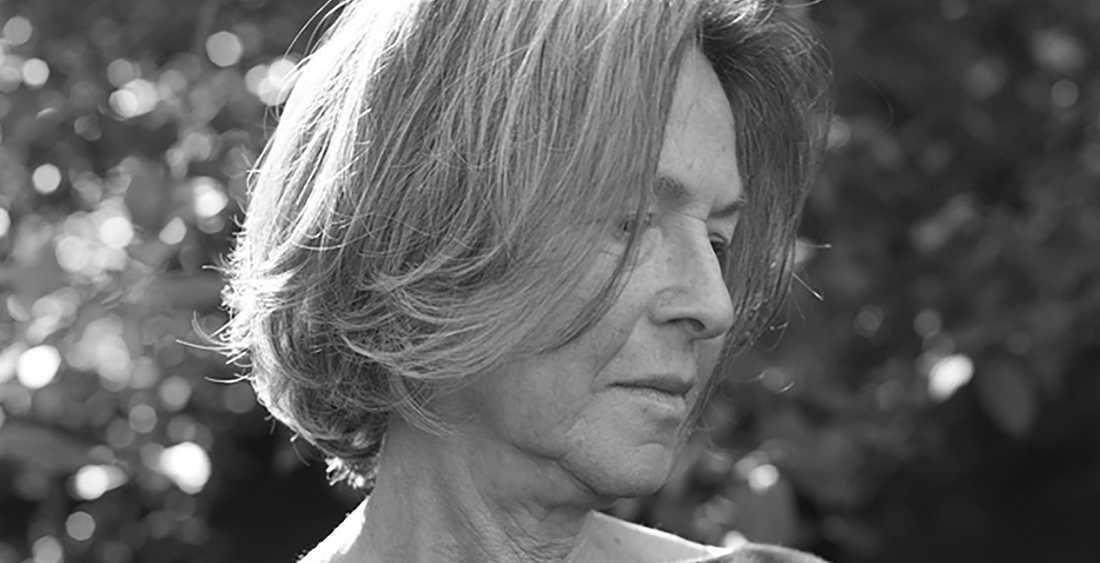 """I oktober i år fick Louise Glück 2020 års Nobelpris i litteratur. Nu kommer hennes sjunde diktsamling """"Meadowlands"""" på svenska."""