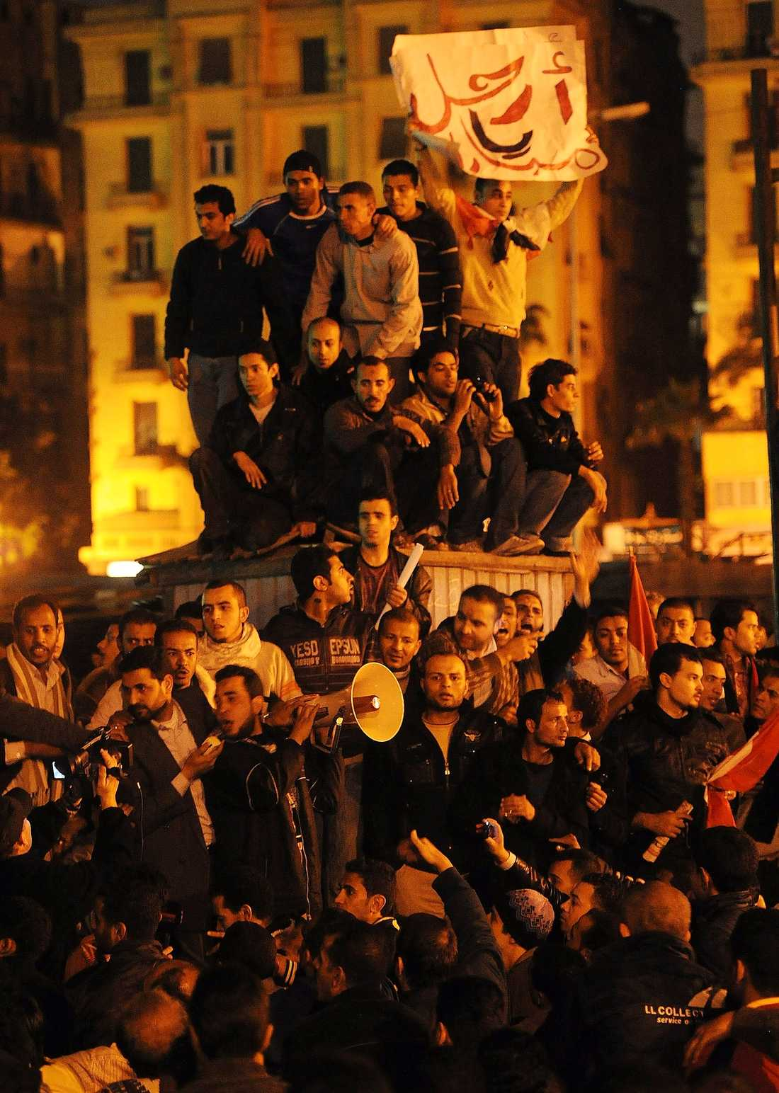 Fyllda av hopp Läget är spänt i Egypten. Invånarna har för tillfället kontroll över Kairos gator, men i går kväll hördes skottlossning i stadens östra delar.