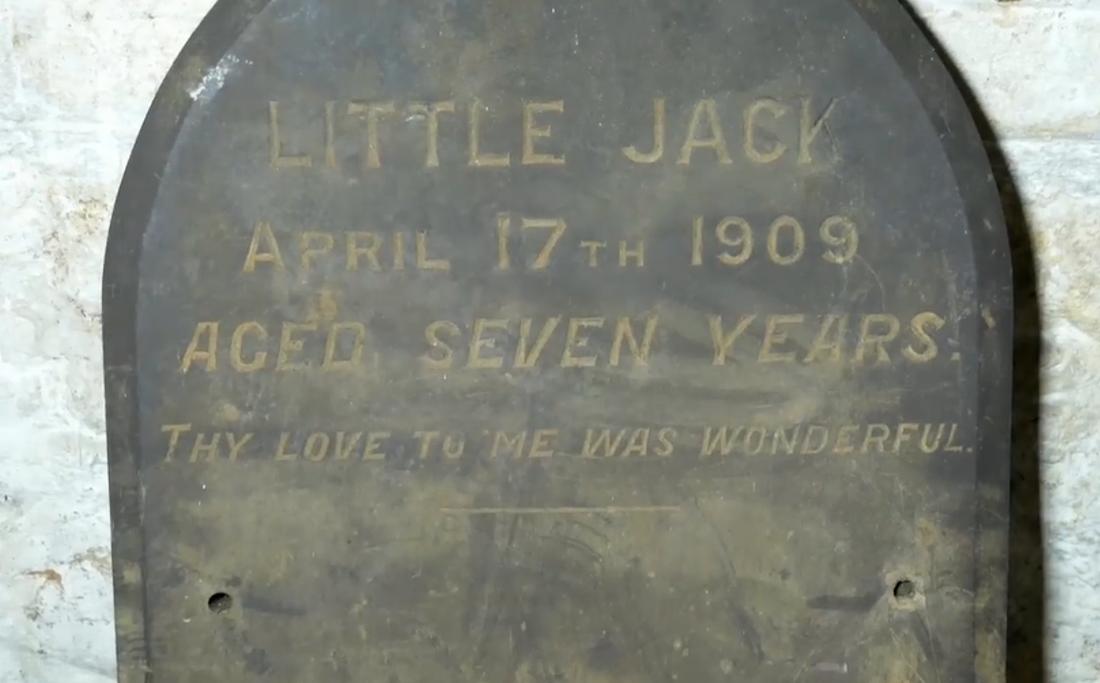 """""""Lille Jack, 17 april 1909. Sju år gammal. Din kärlek till mig var underbar."""""""