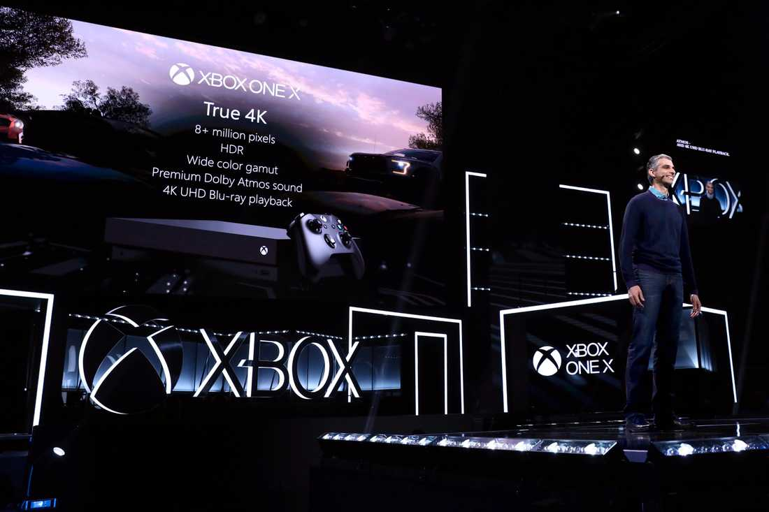 Kareem Choudhry på Microsoft presenterar One X i Los Angeles.
