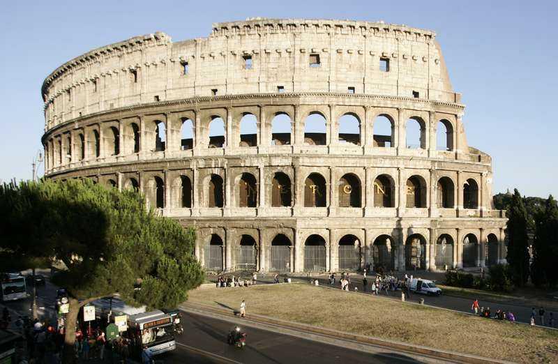 Colosseum i Roms hjärta åldras inte med värdighet.