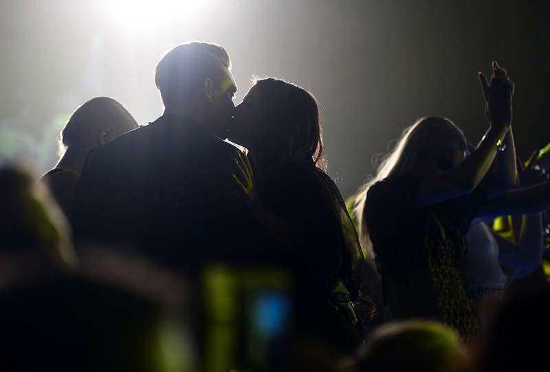 """Puss mitt hjärta!Nyförlovade Danny Saucedo och Molly Sandén hånglade friskt på Melodifestivalens efterfest. """"Jag känner mig som en vinnare ändå i kväll"""", sade en lycklig Molly."""