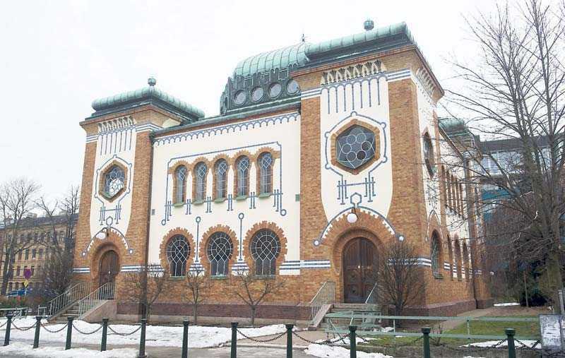 Det behövs ett blocköverskridande demokratiskt motstånd mot antisemitism och främlingsfientlighet, enligt skribenterna. På bilden, synagogan i Malmö.