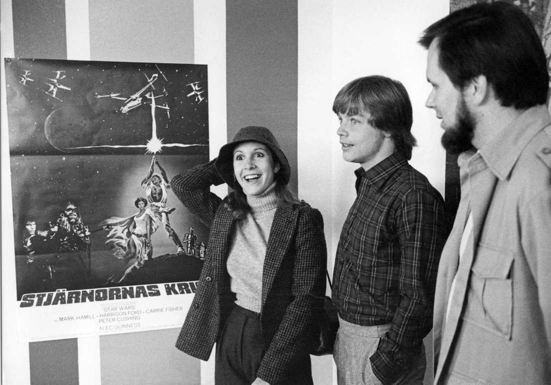 Pressmottagning för Star Wars i Stockholm. Från höger producenten Gary Kurtz samt skådespelarna Mark Hamill och Carrie Fisher.