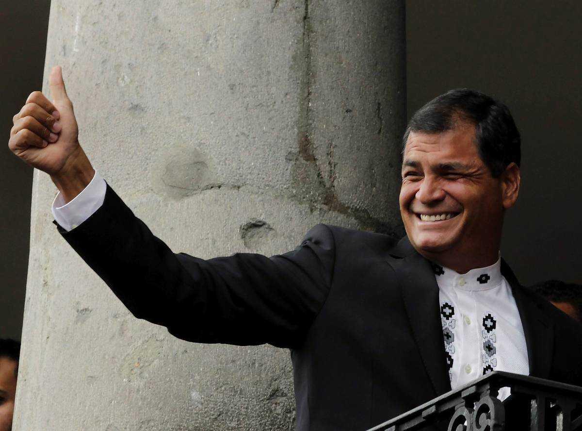 Ecuadors president Rafael Correra ger tummen upp till asylsökande men vill kanske egentligen bara visa västvärlden ett annat finger.