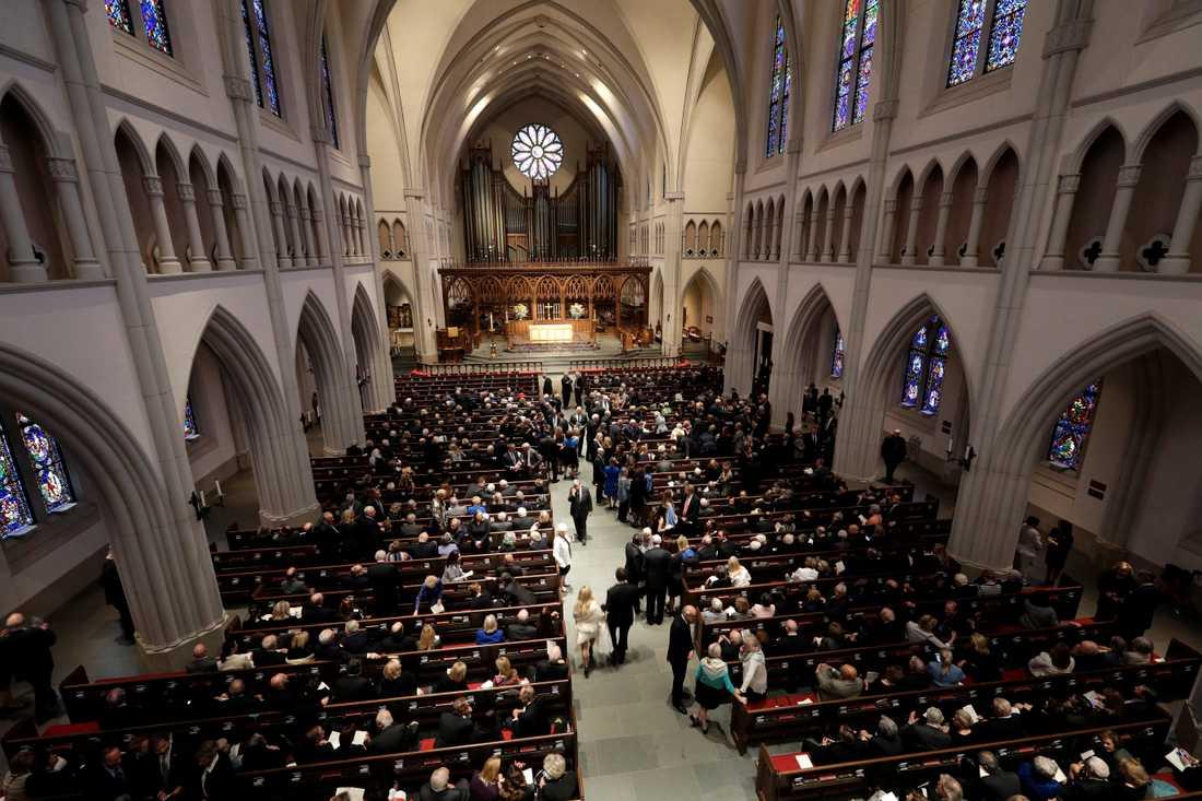 Minnesceremonin för Barbara Bush äger rum i St. Martin's Episcopal Church i Houston.