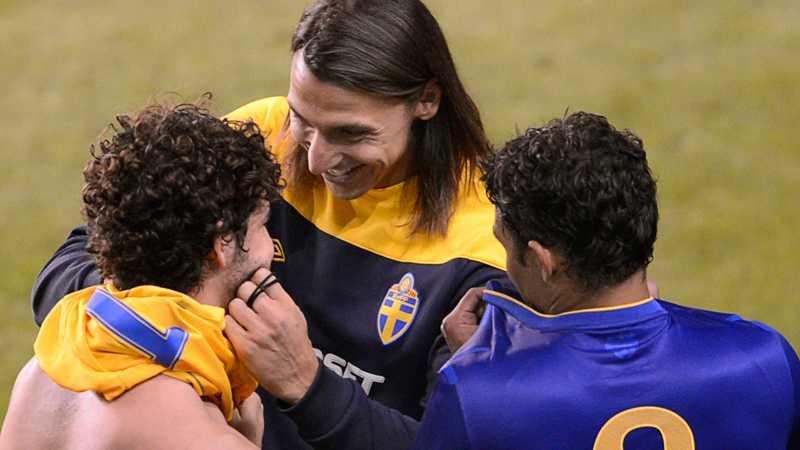 I augusti 2012 möttes Sverige och Brasilien på Råsunda. Zlatan avstod spel men hälsade på gamle lagkamraten Alexandre Pato efter matchen.