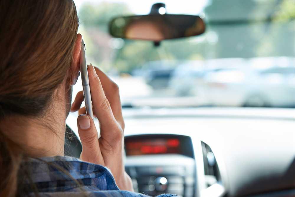 Många ringer och sms:ar när de kör bil.