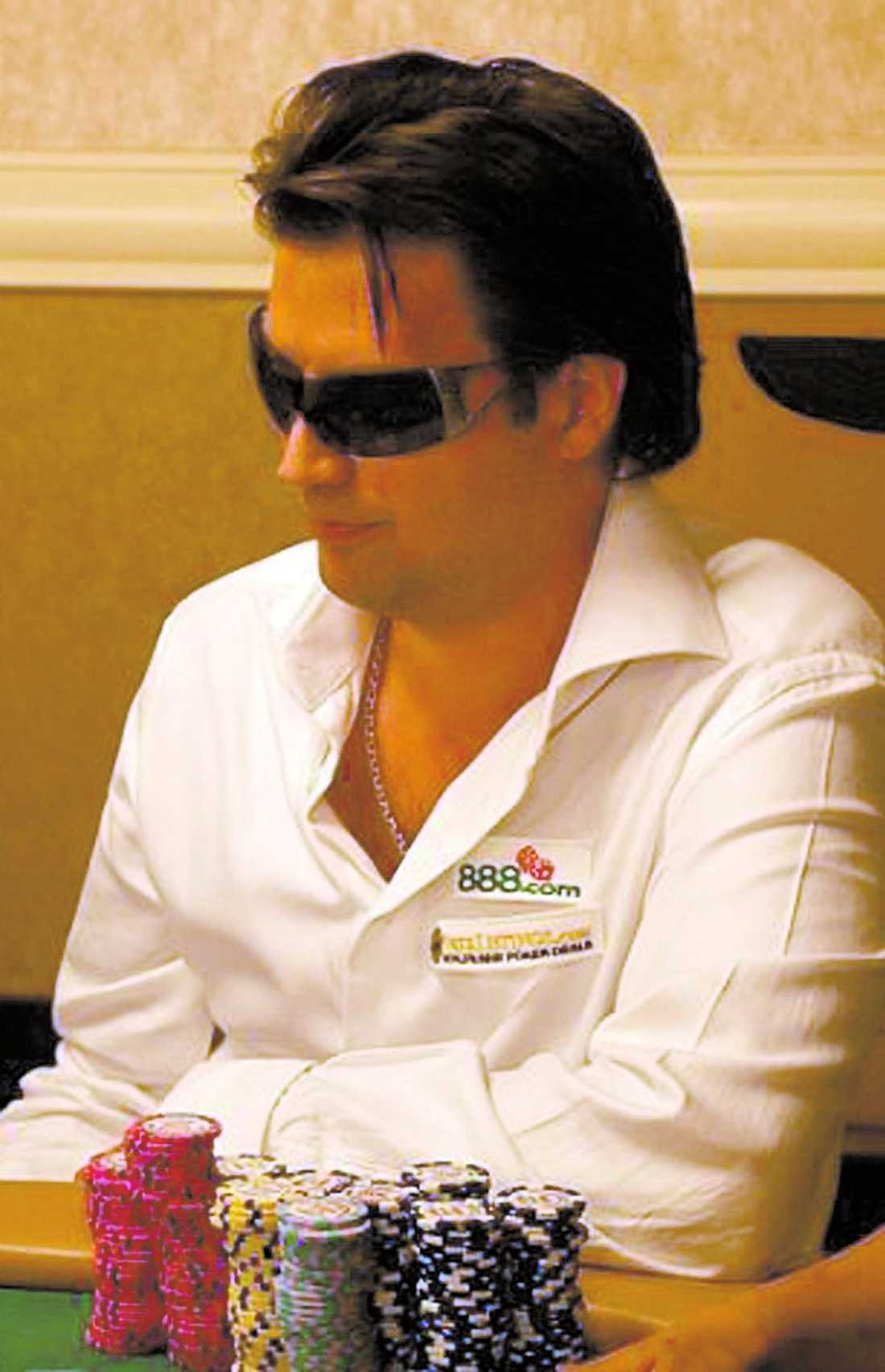 stenrik på poker Anderas Oscarsson, 36, var en hyfsad pokerspelare – men han blev inte rik på turneringar, utan företagande. Han var en pionjär inom internetpoker.