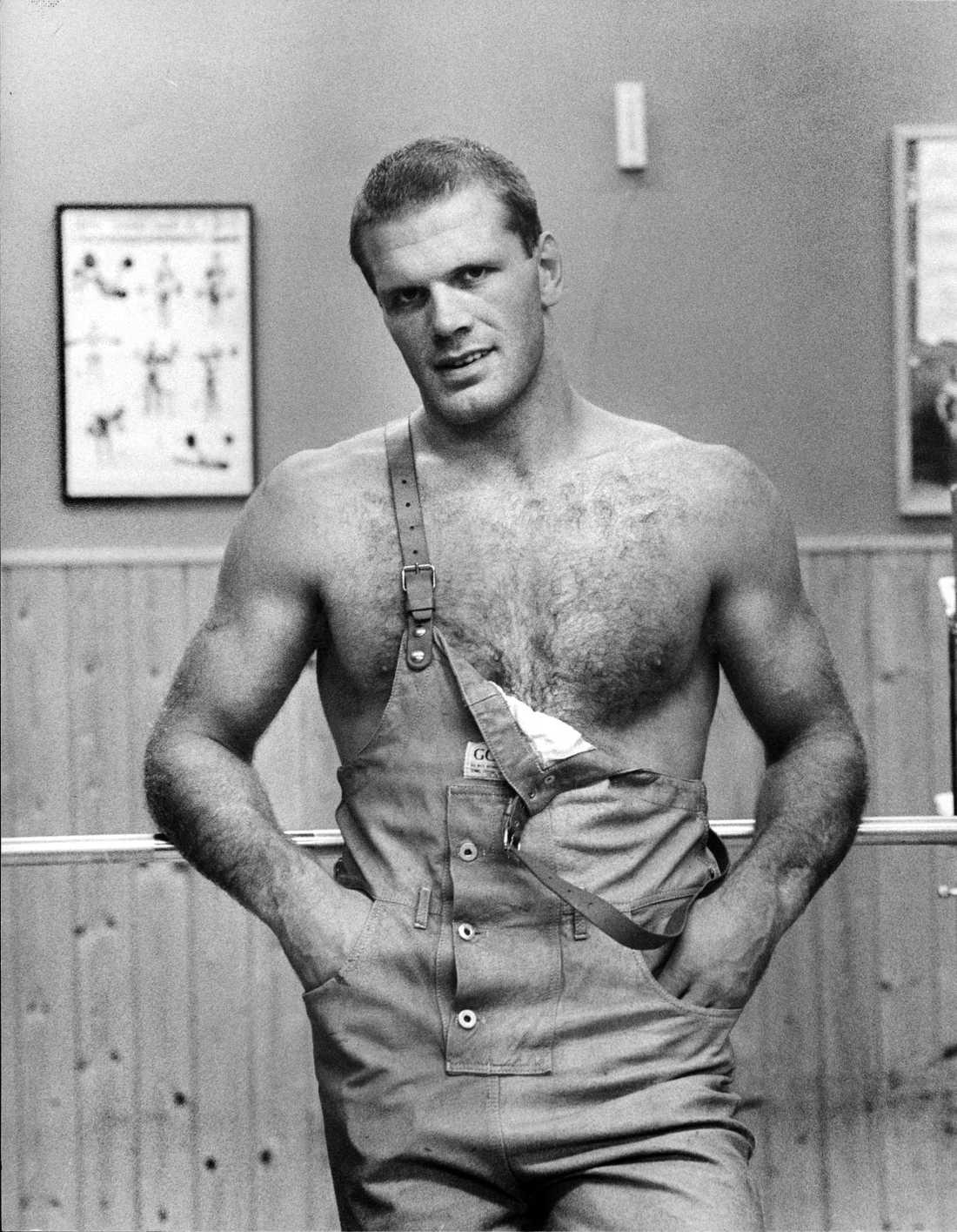 Frank Andersson poserar på ett porträtt från 1983.
