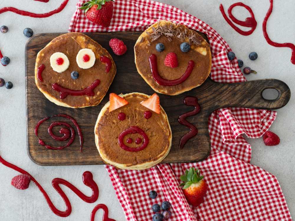 Släpp loss fantasin och skapa roliga pannkaksfigurer.