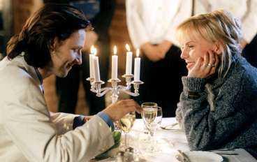 Huvudrollsinnehavarna Björn Kjellman och Josefine Nilsson i en scen ur Adam & Eva.