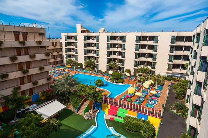 Det finns allt fler  tomma bäddar på Kanarieöarna - nu har hotellen börjat sänka priserna.